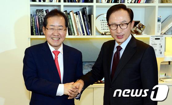 홍준표-이명박 '손잡고'