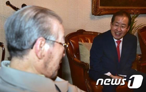 김종필 전 총리 찾은 홍준표