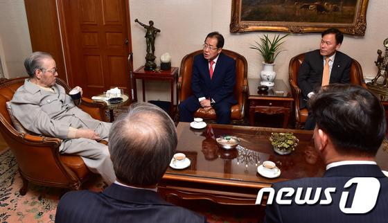 홍준표 자유한국당 대선후보, 김종필 전 총리 자택 방문