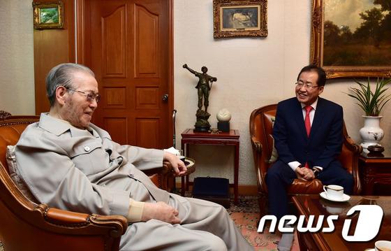 홍준표 자유한국당 대선후보, 김종필 전 총리 예방