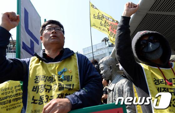 안철수, 노동자들에게 막혀 전태일 동상 방문 무산