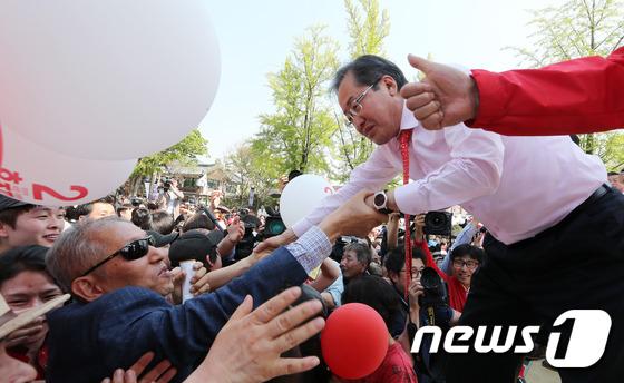 전주 표심잡는 전북사위 홍준표