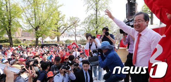 홍준표 '전북사위 찍어주세요'