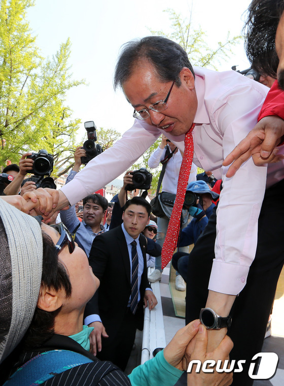 전북 민십 잡으러간 '전북사위' 홍준표
