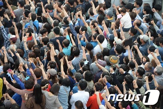 문재인 지지 연호하는 의정부 시민들