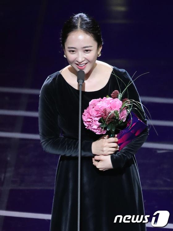 김민정, '미스터 션샤인'으로 여자 연기상