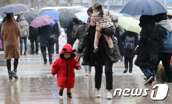 [내일 날씨] 아침 빙점 이하 … 강원 영동 · 경북 동해안 비 계속