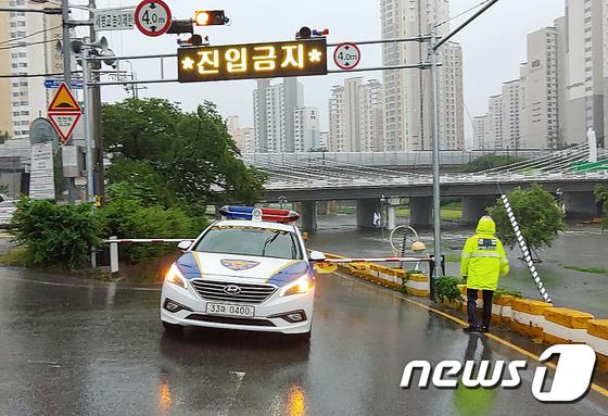 부산 호우경보... '세병교 하부도로 진입 통제'