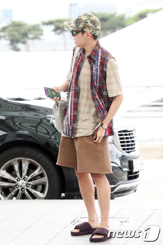 방탄소년단 제이홉, 슬리퍼 패션으로 시선집중
