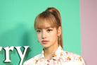 """[공식입장] 블랙핑크 리사, 前 매니저에 사기 피해…YG """"고개숙여 사과"""""""