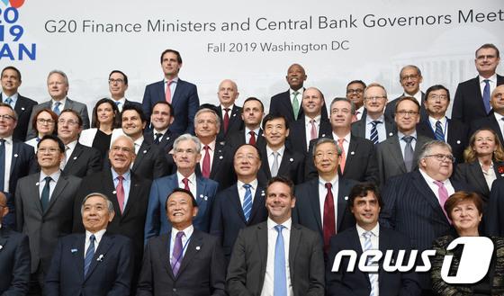 홍남기 부총리, G20재무장관·중앙은행총재회의 기념사진