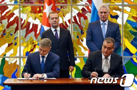 [사진] 쿠바 대통령과 협정 서명하는 러시아 총리