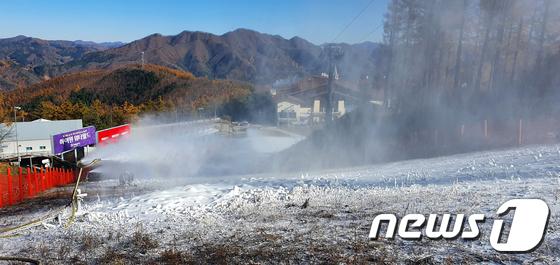 눈으로 뒤덮인 하이원 스키장