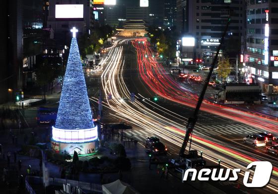 불 밝힌 서울광장 성탄트리