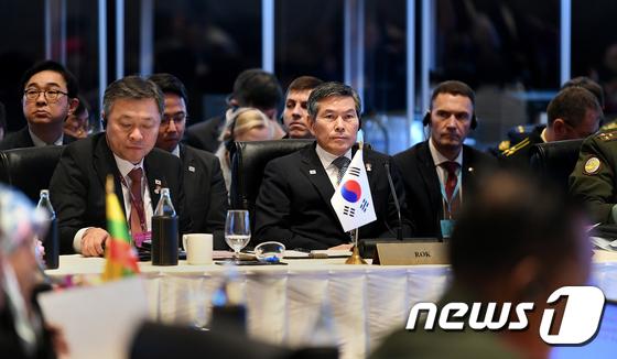 아세안 확대 국방장관회의 참석한 정경두 장관