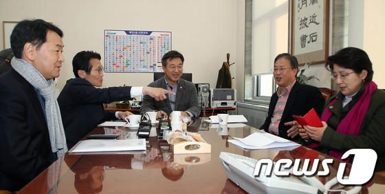 한국당 빼고 모인 여야 4+1 선거법 협의체