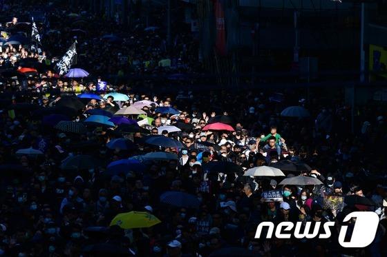 홍콩 또 다시 대규모 시위