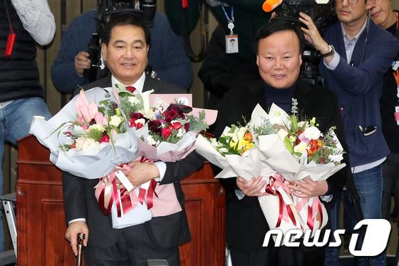 한국당 새 원내대표와 정책위의장에 심재철·김재원