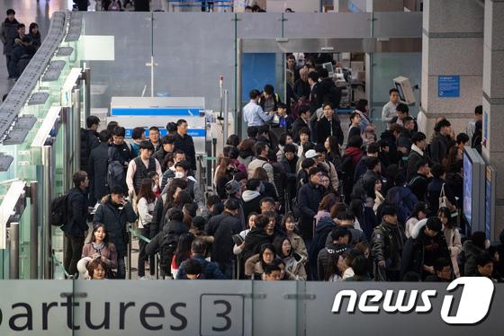 설 연휴 붐비는 인천공항