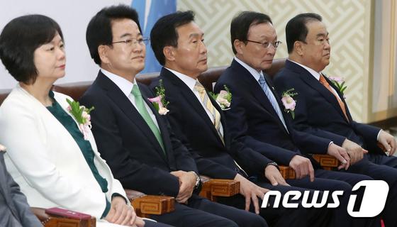 문희상 국회의장과 나란히 앉은 여야 4당 대표