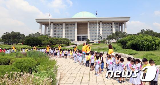 국회파행 70일,  '아이들이 지켜보고 있다'