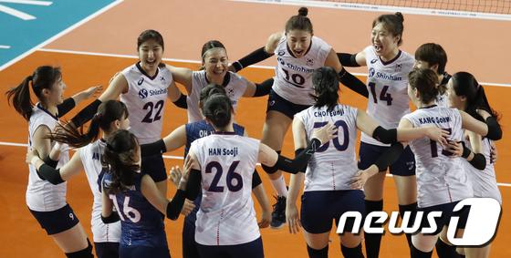 한국 여자 배구, 또 일본 완파… 김연경 23점 맹활약