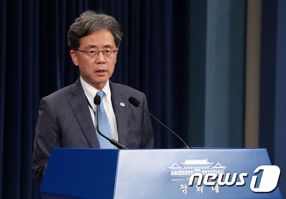 일본 문제 관련 브리핑 갖는 김현종 차장
