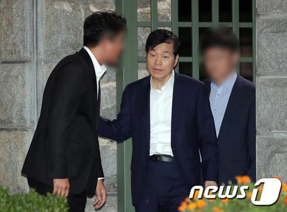 서울구치소 나서는 김태한 대표