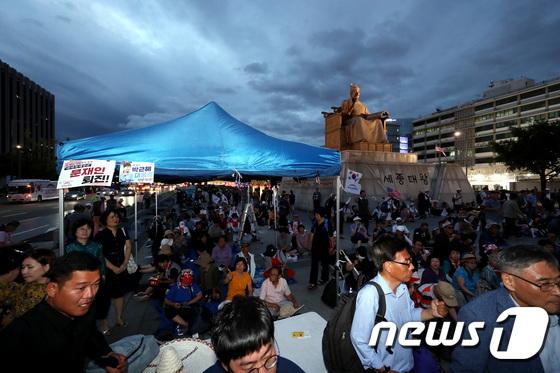 천막 1동 기습 설치한 우리공화당