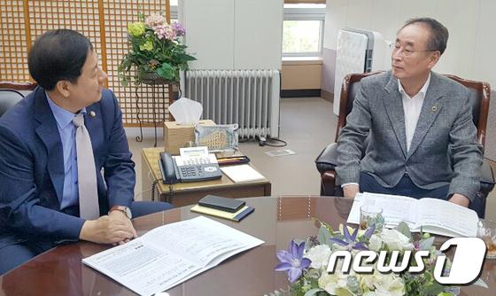 구윤철 기회재정부 2차관 방문한 장세용 구미시장