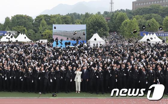 문재인 대통령·김정숙 여사, \'중앙경찰학교 졸업식\' 참석