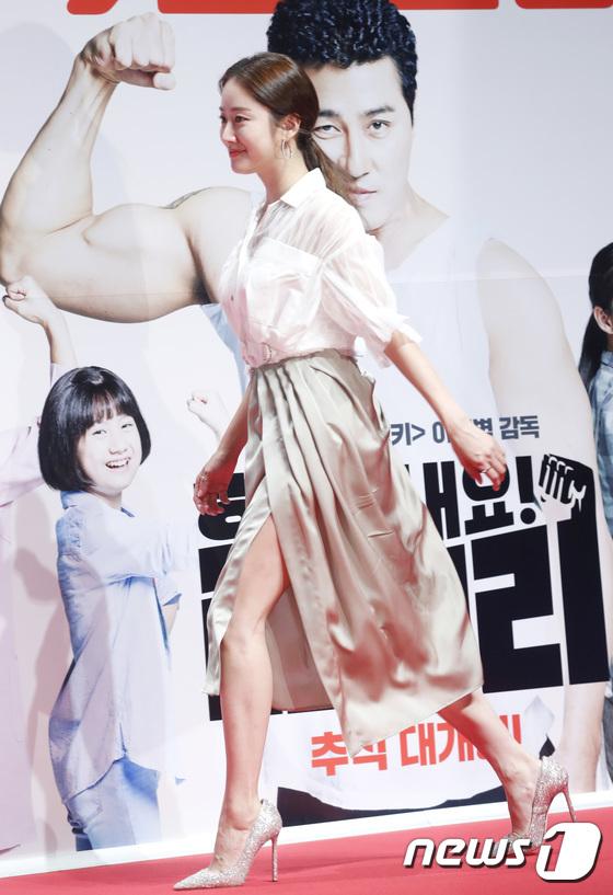 전혜빈, 걸을 때 마다 드러나는 섹시미
