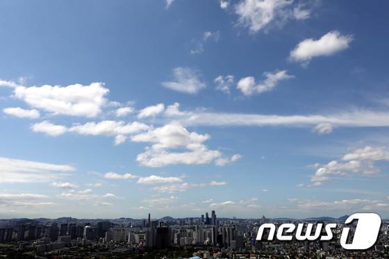 높고 파란 하늘