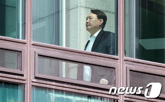 굳은 표정의 윤석열 검찰총장