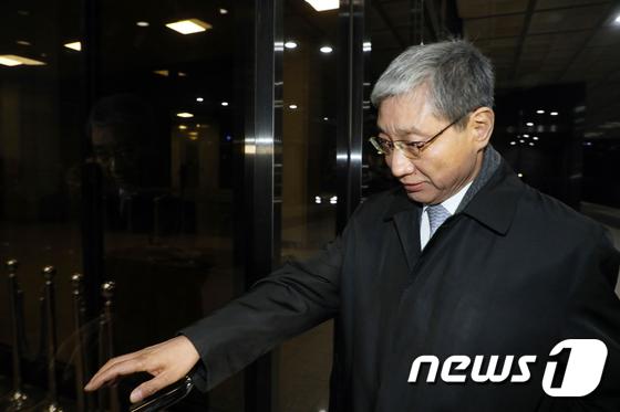 검찰 출석한 장충기 전 삼성 미전실 사장