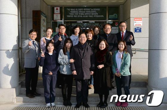 성윤모 장관, 노인복지시설인 평안의 집 방문