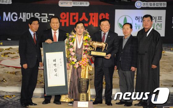 윤필재 '태백장사 등극'