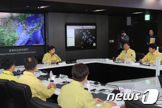 국토부 장관, 인천국제공항 검역 상황 긴급 점검