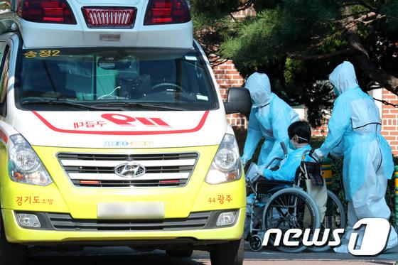 광주 재활병원에서 이송되는 확진자