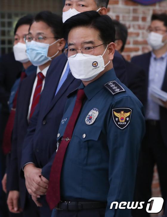 온라인 국제치안산업박람회 참석하는 김창룡 경찰청장