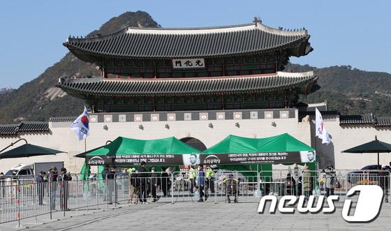 광화문 광장에 설치된 박정희 분향소