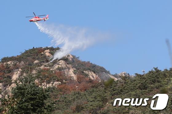 북한산 족두리봉 인근 산불…대응 1단계 발령