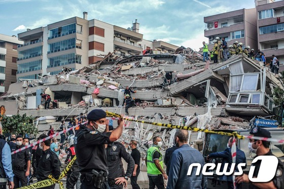 터키에 진도 7.0 강진.. . 사망 최소 22명 수백명 매몰