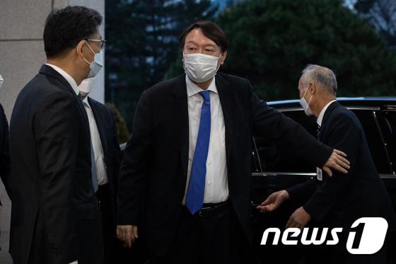 '직무배제 효력 정지' 윤석열, 곧바로 대검으로 출근