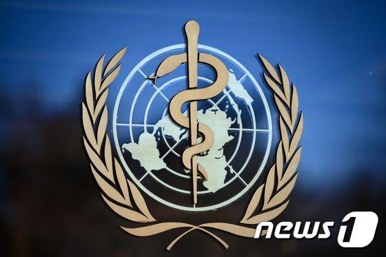 "WHO 전문가 ""65 년 이상 된 AstraZeneca 백신"""