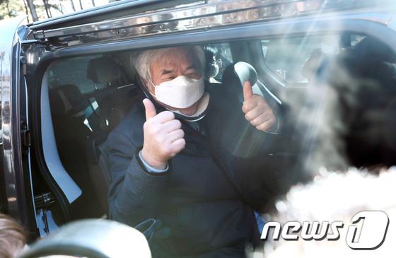"""""""문재인 스파이""""전광훈 무고한 논란 … '공산주의 발언'고영주 유죄"""