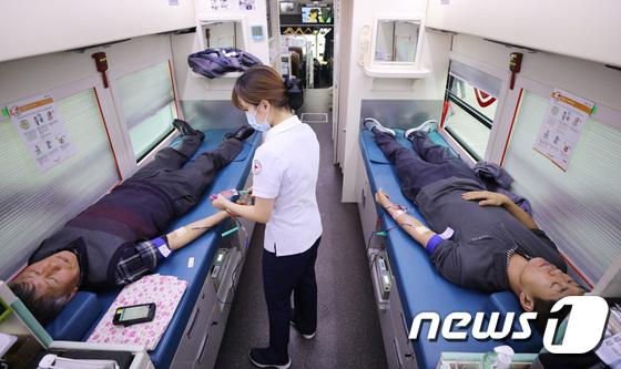 코로나19로 혈액 수급난…서울시 공무원들 헌혈 동참