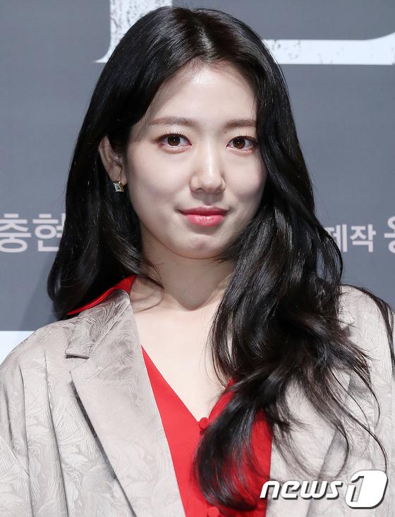 박신혜, 심쿵 눈맞춤
