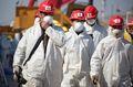 [사진] 우한 응급병원 건설현장의 마스크 쓴 근로자들