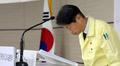 코로나19 중수본 발표 앞서 인사하는 김강립 차관